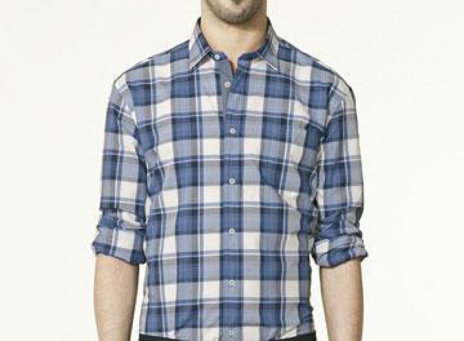 Ici une chemise que je recommande fortement: coupe parfaite, beaux motifs et un col pas trop habillé mais assez convenable.